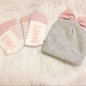Accessories - Women's Set-Socks & bow beanie